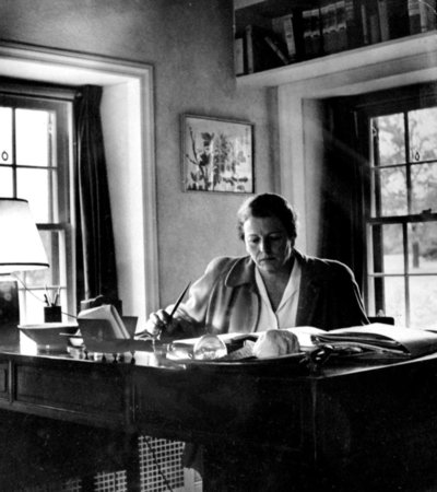 5 Steps to Creating an Inspiring Writing Workspace: A Peek into the Studies of Famous Writers